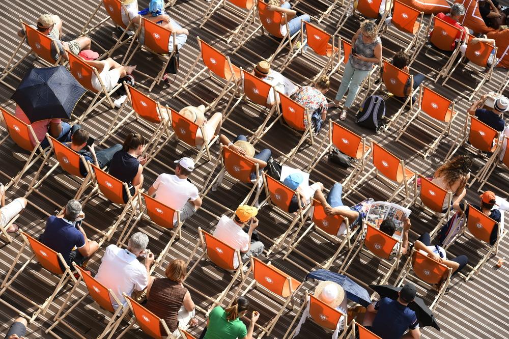 spectateurs crowd Roland-Garros place des Mousquetaires
