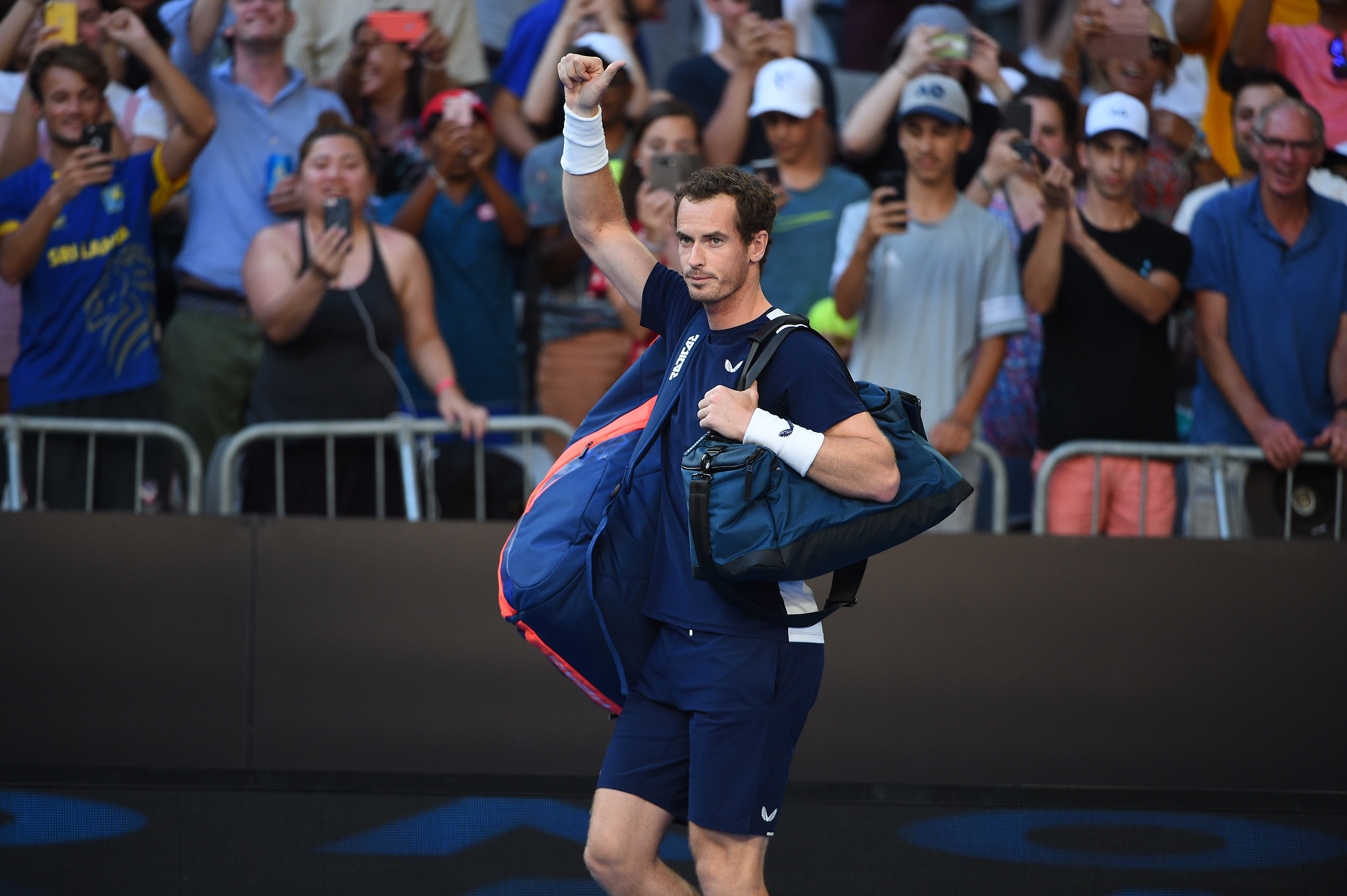 Andy Murray waving goodbye at the Australian Open 2019