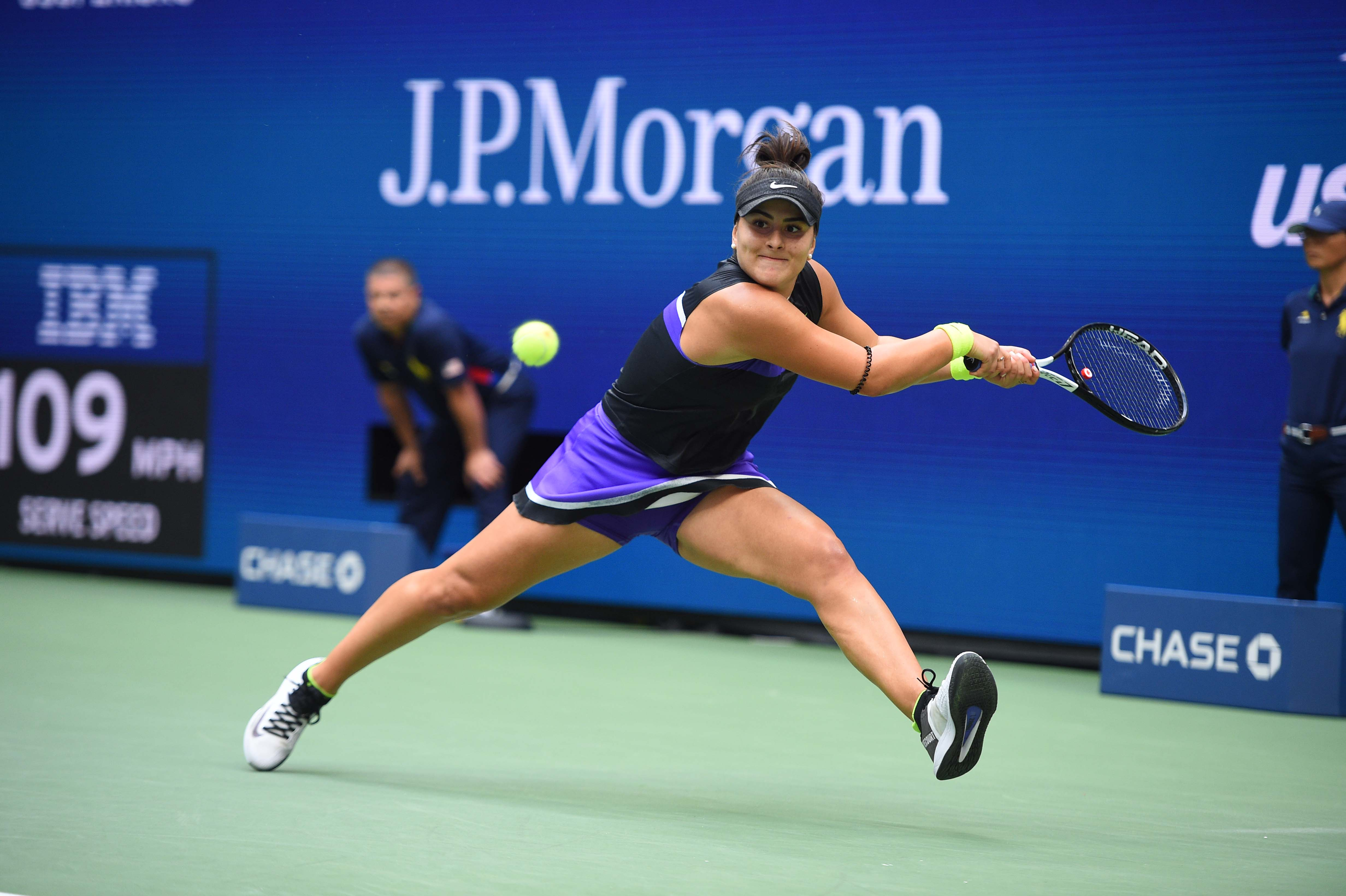 Bianca Andreescu hitting a backhand during the 2019 US Open final
