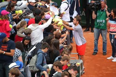 Stan Wawrinka fans second round Roland Garros 2019