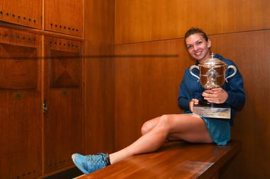 Simona Halep locker room / vestiaires Roland-Garros 2018 trophée / trophy.