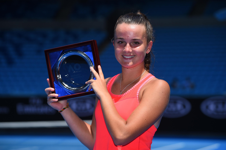 Clara Burel presenting her finalist plate at the 2018 Australian Open