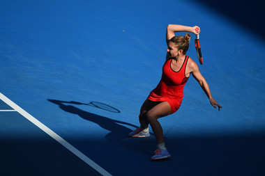Simona Halep hitting a forehand during the Australian Open 2018 final