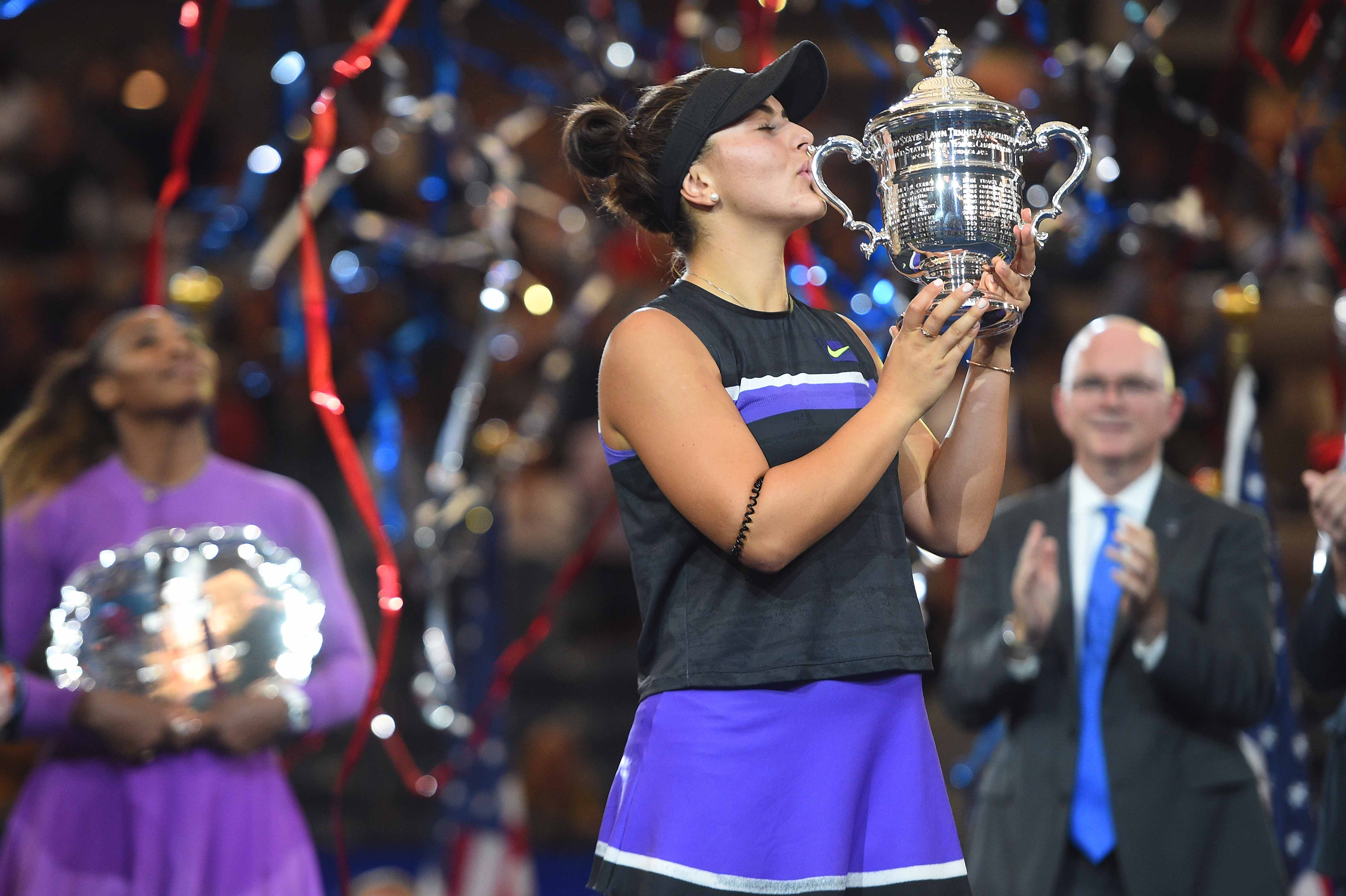 Bianca Andreescu kissing her trophy 2019 US Open