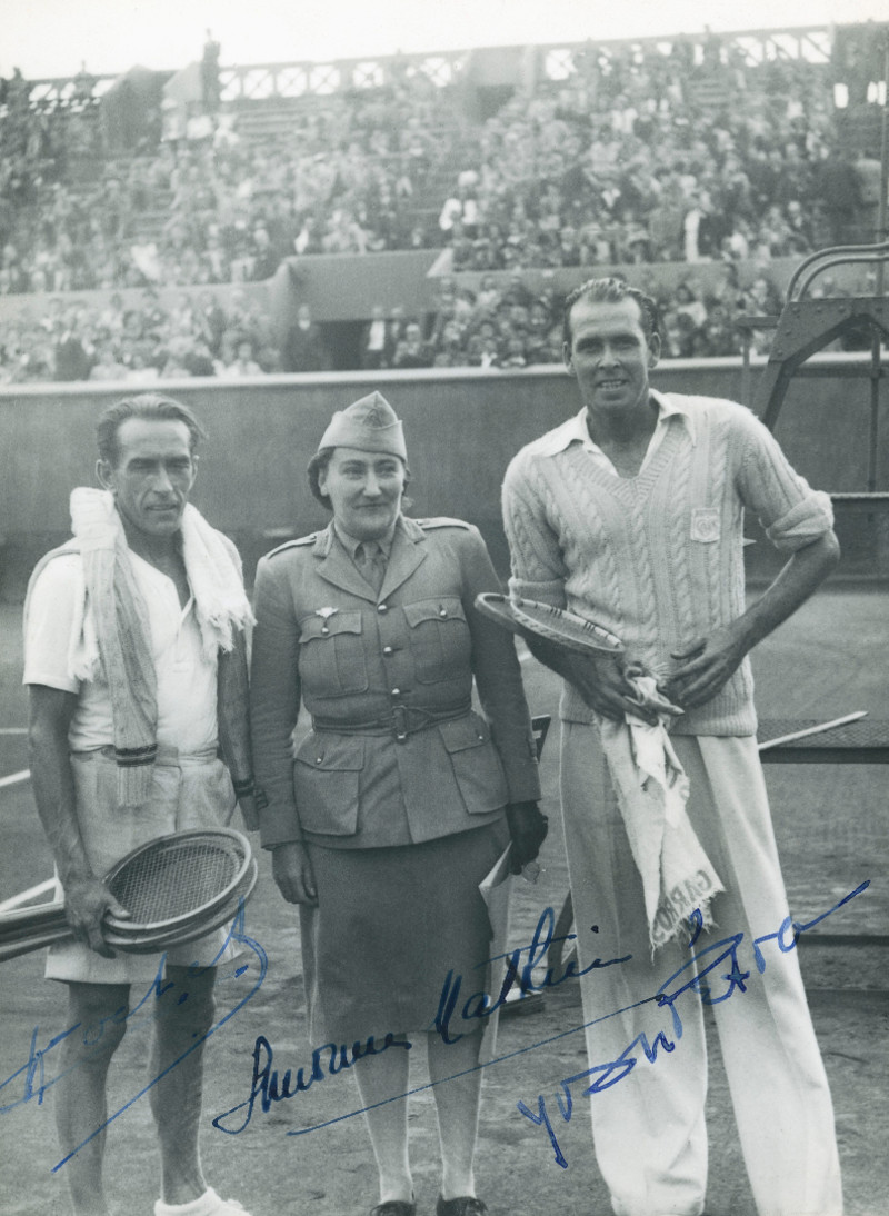 Henri Cochet, Simonne Mathieu, Yvon Pétra, premier match post-Occupation à Roland-Garros / first Roland-Garros match after World war II.