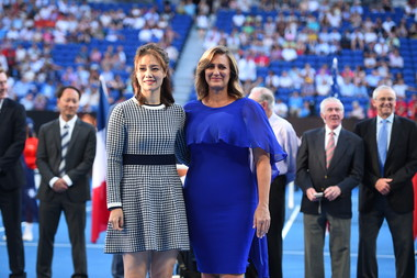 Li Na and Mary Pierce posing at the ceremony held for their induction into the Tennis Hall of Fame at the 2019 Australian Open