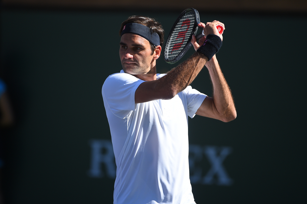 Roger Federer praparing a slice in the beautiful light in Indian Wells 2019